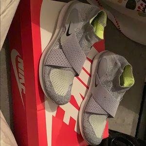 Nike Slide in Grey & neon green shoes